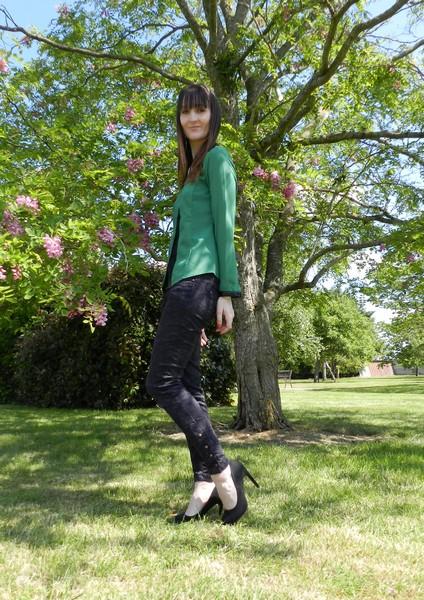 tenue verte et noire