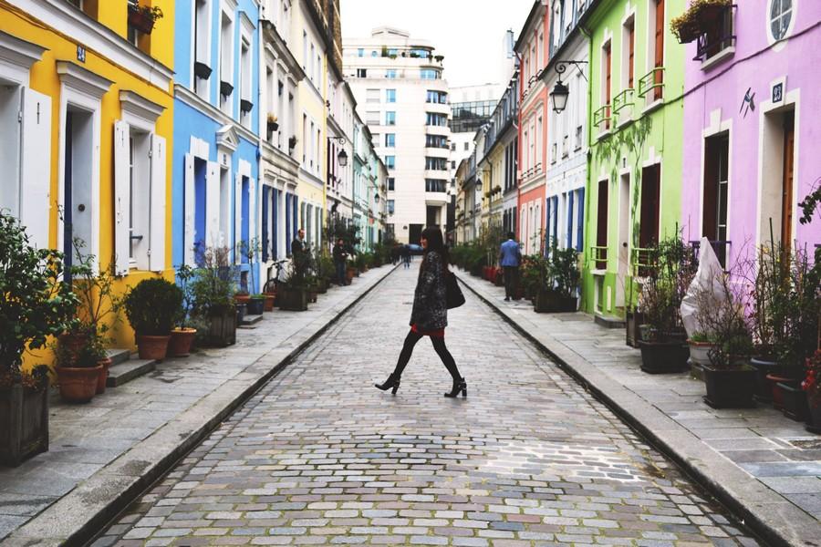 rue crémieux colorée
