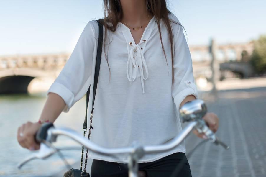 blouse blanche lacée