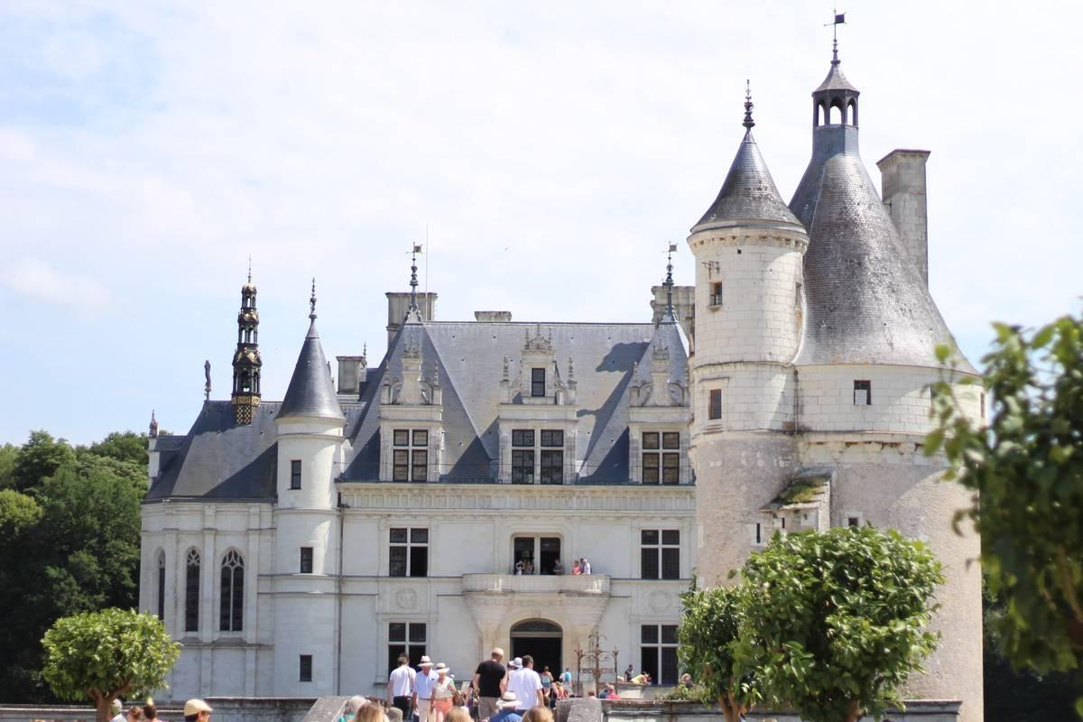 Peugeot suv 5008 road trip et ch teaux constance rose for Chateau chenonceau interieur